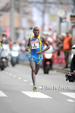 Patrick Makau on his way to victory in Rotterdam. © www.photorun.net