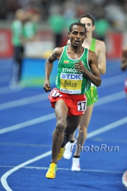 Kenenisa Bekele on the way to his first gold medal in the 10,000m. © www.photorun.net