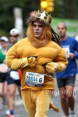 A real 'Marathon-Lion'—King of the 26.2 miles. © www.PhotoRun.net