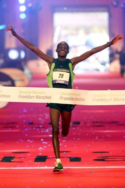Cheruiyot sets course record in Frankfurt. © www.photorun.net