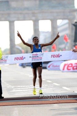 Haile Gebrselassie triumphs at the Berlin Marathon for the fourth time—a new record. © www.PhotoRun.net