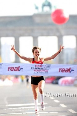Irina Mikitenko—Crossing the finish line: the fourth-fastest of all times. © www.photorun.net
