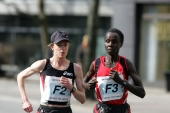 Deena Kastor and Edith Masai at their battle in Berlin. © Victor Sailer