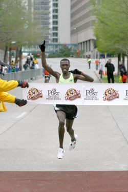 Simon Ndirangu wins in Dallas. © www.photorun.net