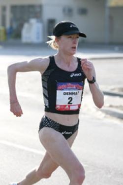 Deena Kastor en route to a national 15K title last month. © www.photorun.net