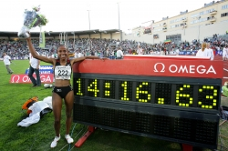 Meseret Defar celebrates another world record. © www.photorun.net