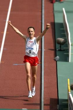 Viktor Röthlin celebrates his bronze medal in Osaka. ©www.photorun.net