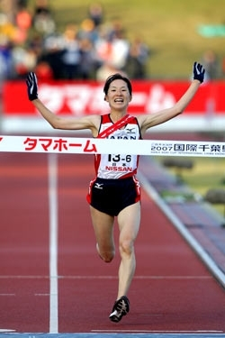 Yukiko Akaba finished fast to clinch victory for Japan. ©www.photorun.net