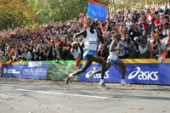 Paul Tergat and Hendrick Ramaala fighting for victory at the ING New York Marathon.