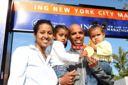 Meb with his wife and two daughters after last year's victorious marathon in New York City. © www.photorun.net