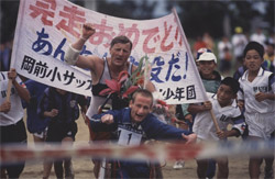 Team Hoyt crosses the finish line at the Triathlon Tokunoshima in 1994. © Courtesy of Team Hoyt