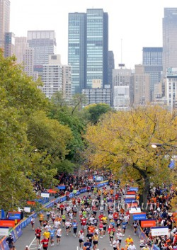 … and the New York Marathon will have approximately 45,000 runners at the starting line on November 6. © www.PhotoRun.net