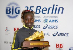 Mary was named Female Athlete of the Year in 2010 by the Association of International Marathon and Distance Races (AIMS). ©www.photorun.net