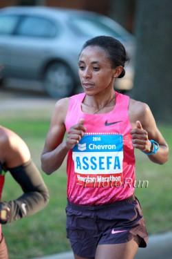 Meskerem Assefa, seen here at 2014 Houston Marathon, ran to victory. ©www.PhotoRun.net