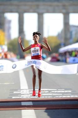 Aberu Kebede convinces with a strong performance in Berlin. ©BMW Berlin Marathon/Jiro Mochizuki
