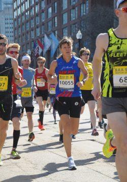 Uta beim B.A.A. 5-km-Lauf zwei Tage vorm Marathon. ©MarathonFoto.com