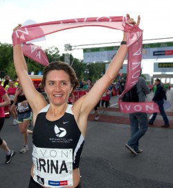 Irina Mikitenko won at the 28th AVON RUNNING Berlin Women's Run. © SCC-Events/Camera4