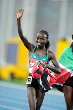 Vivian Cheruiyot celebrates her gold medals in Daegu. ©www.photorun.net