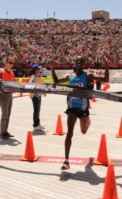 Allan triumphed in Folsom Stadium. © Angel Canaan, USA-TN Photographer