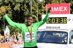 World-record holder Patrick Makau, seen here after winning the 2011 Berlin Marathon, will run in Frankfurt. ©www.PhotoRun.net