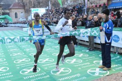 Imane Merga (right) holds off Mo Farah for victory. © BOclassic