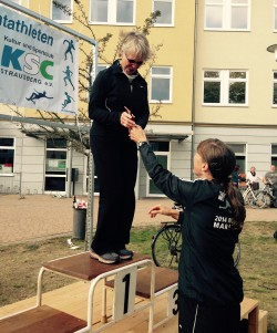 Mom ran to victory in the age group W70. We congratulate you to your first race, dear Heidi. © Gerald Angerer