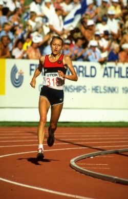 Grete in action during the marathon event at the 1983 World Championships at the Olympic Stadium in Helsinki. Grete won the gold medal. © Getty Images Sport/Tony Duffy