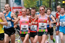 Twins Anna and Lisa Hahner, seen here in the Frankfurt Marathon 2013, will be running in different races this time. Anna will compete in Berlin, while Lisa will be in Frankfurt. © www.PhotoRun.net