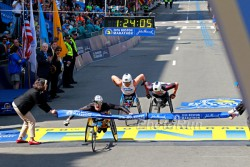 The men's wheelchair division was not decided until the last seconds of the race. ©www.PhotoRun.net