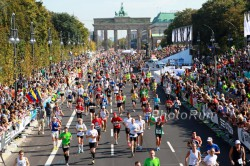 The home stretch of the Berlin Marathon with the famous Brandenburg Gate. © www.PhotoRun.net