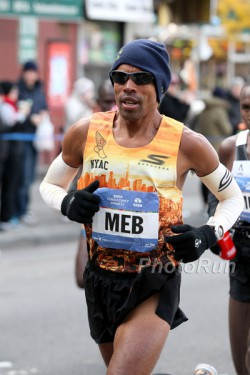 Meb Keflezighi finished with a strong fourth place in Big Apple. © www.PhotoRun.net