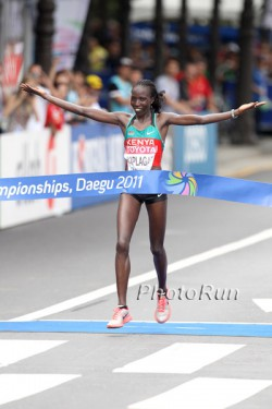 Edna Kiplagat triumphs in Daegu. © www.PhotoRun.net