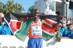 The new world-record holder, Wilson Kipsang, celebrates at the finish. ©www.PhotoRun.net
