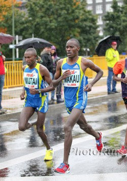 Patrick Makau and Geoffrey Mutai ran a head-to-head duel in the 2010 Berlin Marathon while braving constant rain and chilly temperatures. ©www.photorun.net