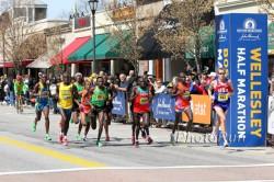 The half-marathon point in downtown Wellesley. ©www.PhotoRun.net