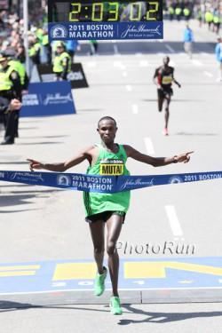 Geoffrey Mutai is now the fastest marathoner of all times. ©www.PhotoRun.net