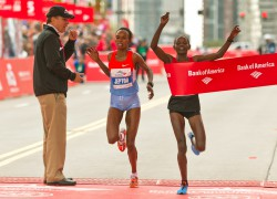 Atsede Baysa celebrated in the 'Windy City.' © Bank of America Chicago Marathon