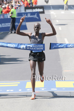 Wesley Korir triumphs in Beantown. © www.PhotoRun.net