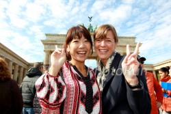 """Thumbs Up"" to all runners from Naoko Takahashi, the first woman to break 2:20 in the marathon, and Uta during the 40th Berlin Marathon celebration in 2013. © www.PhotoRun.net"
