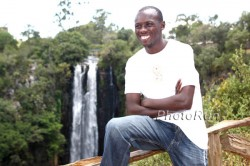 Sammy Wanjiru in front of the Thompson Waterfalls near his home Nyahururu in 2009. © www.photorun.net