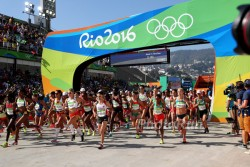 The start of the Olympic women's marathon. ©www.PhotoRun.net