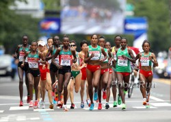The leaders of the women's marathon. © www.PhotoRun.net