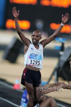 Meb after winning his silver medal in Athens 2004. © www.PhotoRun.net
