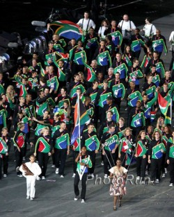 Flag bearer Caster Semenya and the  2012 South African team. © www.PhotoRun.net