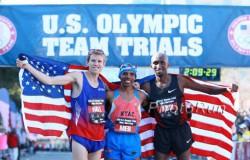 Ryan Hall, Meb Keflezighi, and Abdi Abdirahman smile on their great marathon day. ©www.photorun.net
